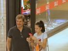 Edson Celulari passeia com a filha em shopping no Rio