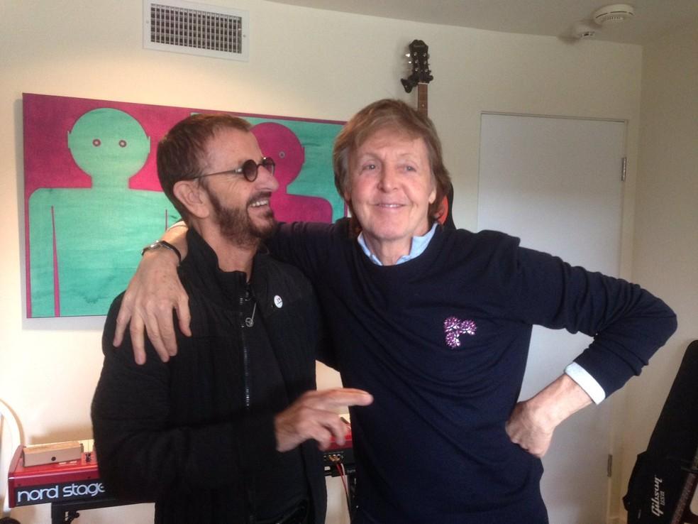 Ringo Starr e Paul McCartney em fevereiro de 2017 (Foto: Reprodução/Twitter)