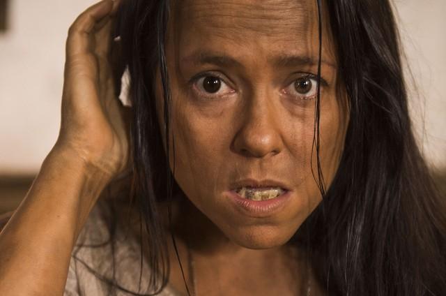 Caracterização da atriz leva em torno de uma hora para ficar pronta (Foto: Divulgação/TV Globo)