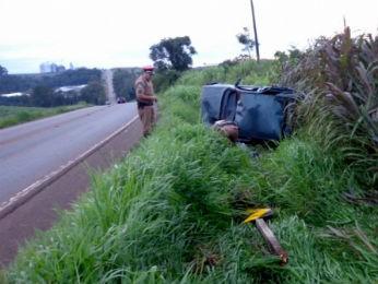 acidente capotamento (Foto: Polícia Militar / Divulgação)