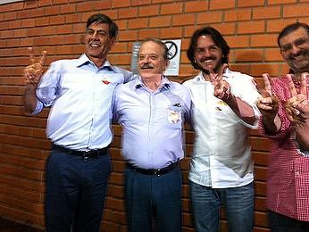 Candidato Fernando Marroni(E) votou por volta das 9h30 (Foto: Felipe Truda/G1)