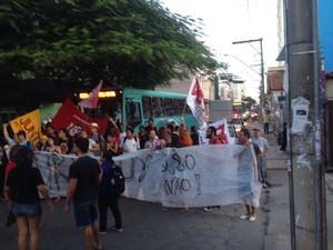 Grupo é contra o aumento da passagem de ônibus coletivo na cidade (Foto: Valdivan Veloso/G1)