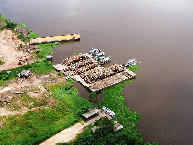 Balsas estavam carregadas com 2 mil m³ de madeira advindas de extração ilegal. (Foto: Divulgação/ Ibama)