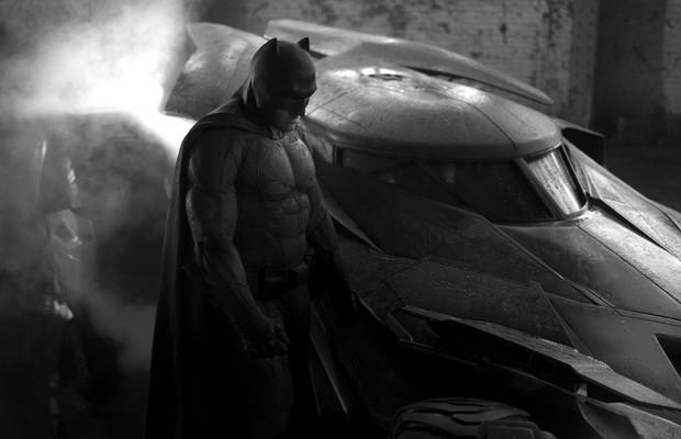 Batman e o Batmóvel (Foto: Divulgação)