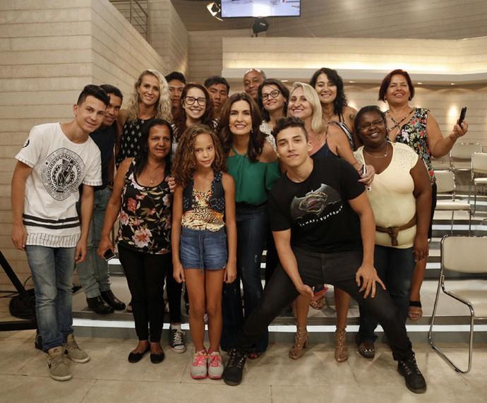 Mais plateia com a apresentadora  (Foto: Raphael Dias/Gshow)