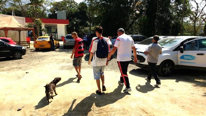 Meninos achados pela cadela pretinha  2 -  Flamengo (Foto: GloboEsporte.com)