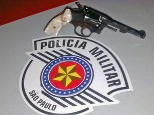 Homem disse que comprou a arma por R$ 1.000 (Foto: Polícia Militar/Cedida)