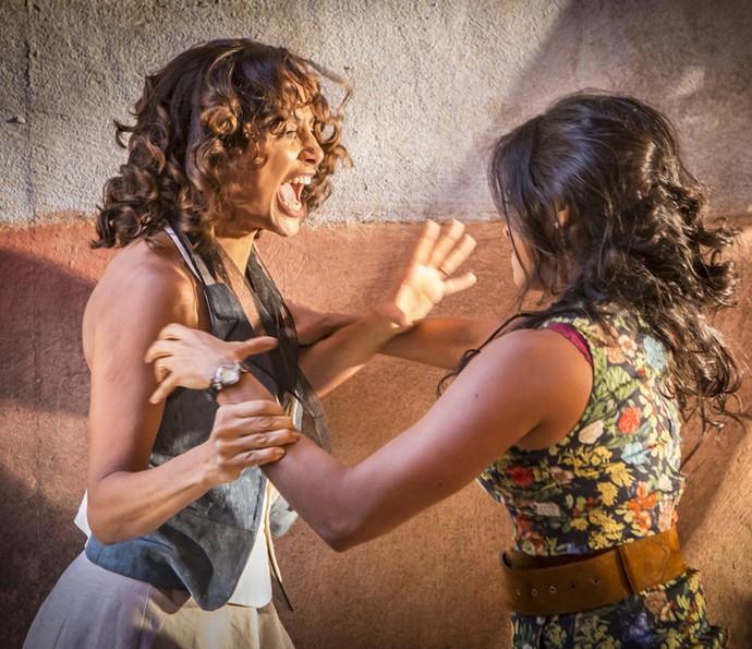 Luzia e Tereza se enfrentam (Foto: Felipe Monteiro/ Gshow)