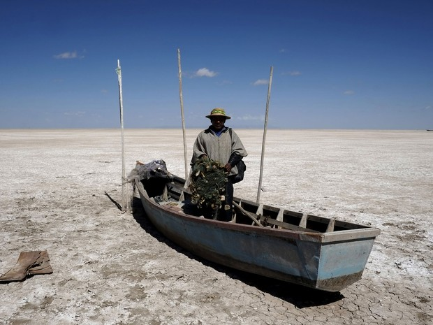 O lago Poopó virou um deserto (Foto: Reuters/David Mercado)