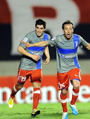 Michael Rios comemora gol do Universidad Católica contra o Atlético-GO (Foto: AFP)