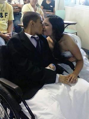 Michele e João se casaram no hospital em Botucatu (Foto: Arquivo Pessoal/Michele Alves)