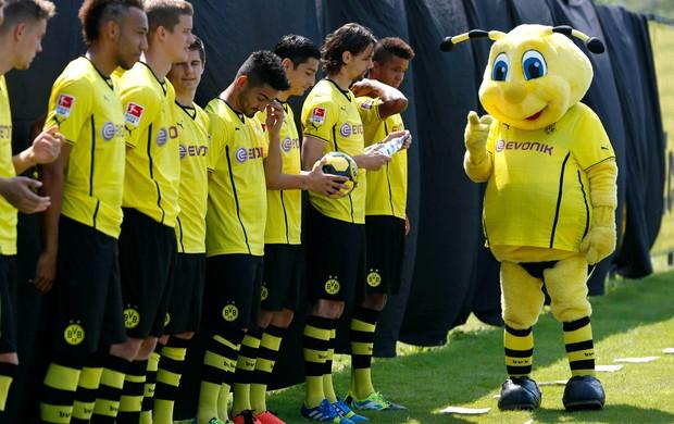 Mascote apresentação Borussia Dortmund (Foto: Reuters)