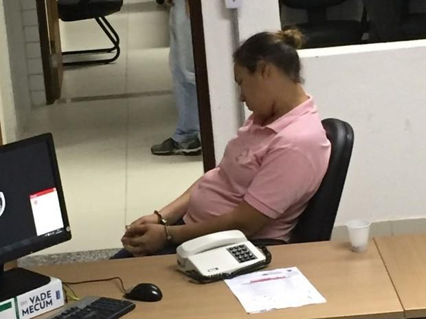 Suspeita está detida na Central de Polícia de João Pessoa (Foto: Walter Paparazzo/G1)