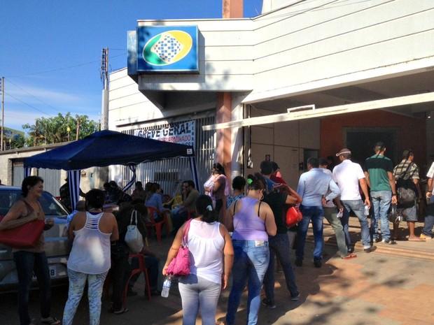 Agência d INSS em Porto Velho atende em média 700 pessoas por dia (Foto: Ísis Capistrano/ G1)