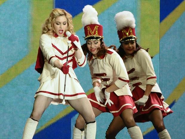 Madonna levou 43 mil fãs ao estádio Olímpico neste domingo (Foto: Francisco Cepeda/Divulgação/AgNews)