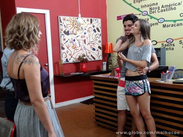 ... aí  o moreno resolve adiantar (bastante!) o casamento com Little Fátima!  (Foto: Malhação / TV Globo)