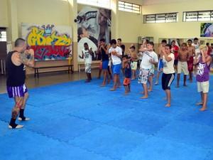 Novo projeto na Casa do Hip Hop, muay thai já tem adeptos - Piracicaba (Foto: Thomaz Fernandes/G1)