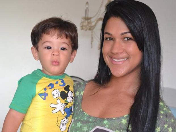 Tamires Machado, mãe de Cauã, pretende assistir o 1º jogo da Copa na casa de amigos (Foto: Tamires Machado / Arquivo Pessoal)