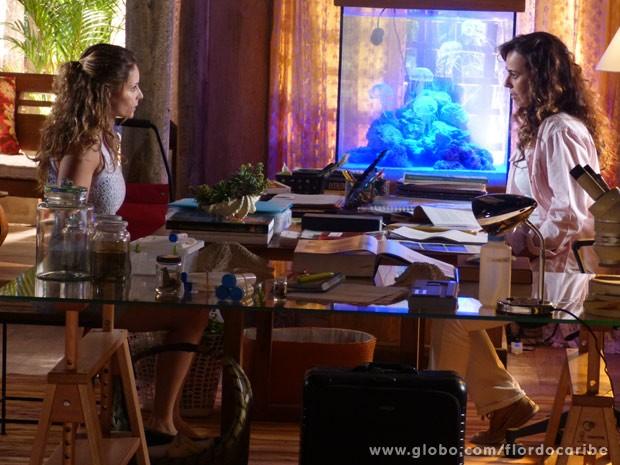Doralice descobre que Natália está apaixonada por Juliano (Foto: Flor do Caribe/ TV Globo)