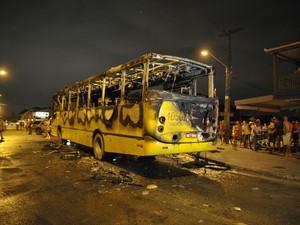 Polícia registra primeiro ataque a ônibus em Joinville, Santa Catarina (Foto: Pena Filho/Agência RBS)
