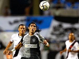 Estreia de Loco Abreu no Botafogo foi marcada por goleada de 6 a 0 do Vasco em 2010 (Foto: Agência Estado)