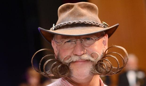 Alemão Dieter Besuch que venceu na categoria barba parcial estilo livre (Foto: Franziska Kraufmann/DPA/AFP)