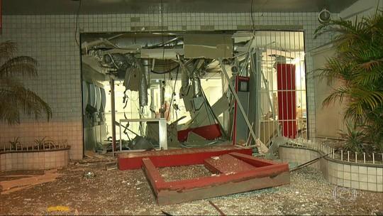 Criminosos explodem agências bancárias durante o feriado no RJ