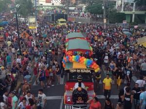 Cerca de 800 mil pessoas se reúnem na 15º edição Parada da Diversidade Sexual do Ceará  (Foto: Wânyffer Monteiro/ TV Verdes Mares)