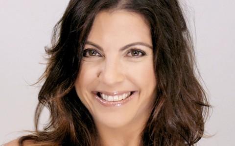 Escritora Thalita Rebouças ganha maquiagem de 'pele perfeita' do amigo Fernando Torquatto