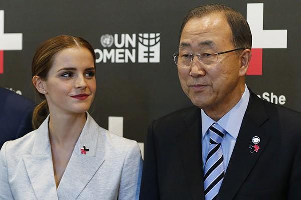Emma Watson ao lado de Ban Ki-moon, secretário-geral da Organização das Nações Unidas (Foto: Getty Images)