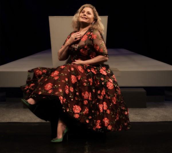 """A atriz conta que encontrou sua tribo no teatro: """" (Foto: Camila Marchon/ ÉPOCA)"""