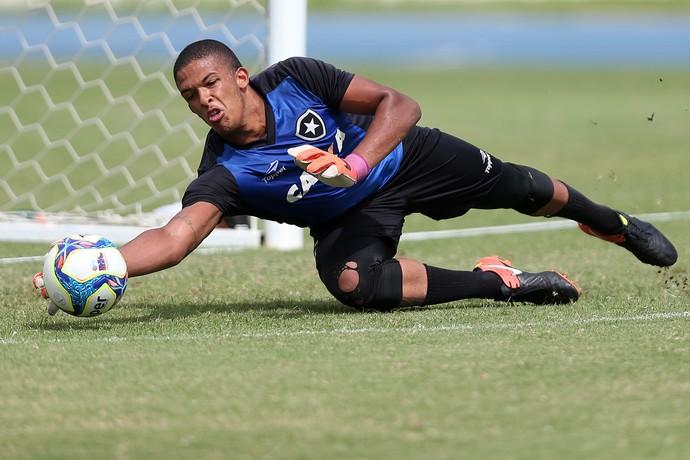 Goleiro Diego durante um treino do Botafogo no Estádio Nilton Santos (Foto: Vítor Silva/SSPress/Botafogo)