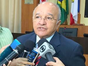 José Melo, governador do Amazonas, falou com a imprensa na manhã desta segunda durante evento em Manaus (Foto: Diego Toledano/G1 AM)