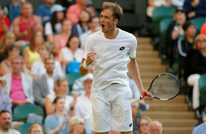 Medvedev surpreendeu Wawrinka na estreia de Wimbledon (Foto: REUTERS/Andrew Couldridge)