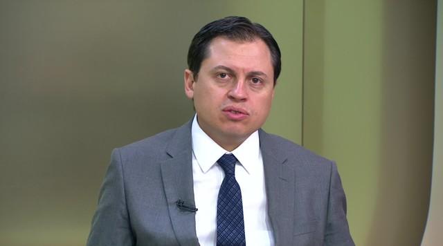 'Bolsonaro entrou numa agenda negativa', diz Camarotti