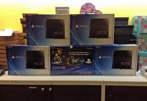 Na loja Saraiva do Shopping Pátio Paulista, os PS4 estavam escondidos atrás do caixa (Foto: Gustavo Petró/G1)