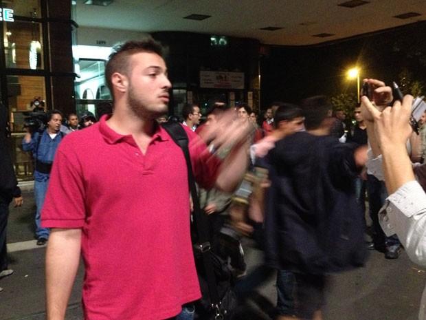 Raul Longuini apanhou da Polícia dentro de um bar na Avenida Paulista; ele não participava da manifestação (Foto: Marcelo Mora/G1)