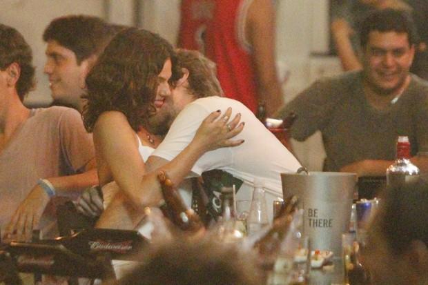 Isis Valverde com namorado (Foto: Ag. News/Dilson Silva)