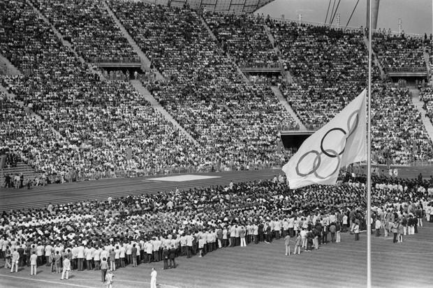 Estádio olímpico de Munique no dia seguinte ao ataque (Foto: Getty Images)