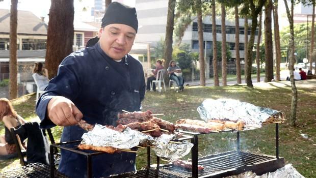 Durante toda a tarde, a galera aproveitou para saborear o melhor da culinária (Foto: Divulgação/RPC)