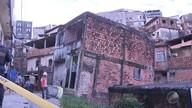 Prédio de três andares corre risco de desabar no bairro do IAPI