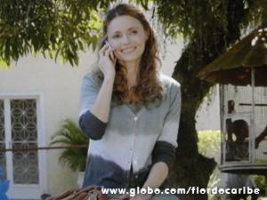 Doralice pede ajuda do marido para adotar bebê (Foto: Flor do Caribe/TV Globo)
