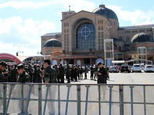 20/7 - Militares do Exército já ocupam o Santuário Nacional em Aparecida. (Foto: Carlos Santos/G1)