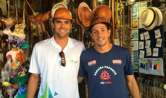 álvaro filho, vitor felipe, alvinho, chapéu de couro, mercado de artesanato da paraíba (Foto: Lucas Barros / GloboEsporte.com/pb)