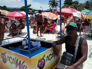 A ambulante Lúcia Helena comemora as vendas (Foto: Andreia Constâncio)