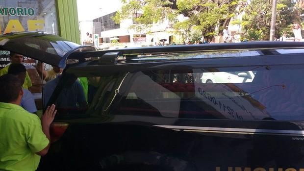 Carro com corpo de Domingos Montagner deixa funerária (Foto: ASCom da SSP de Sergipe/ AgNews     )