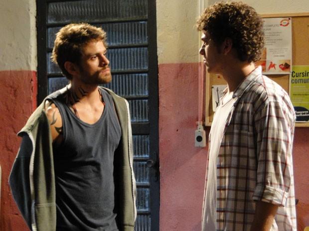 Moisés fica bolado e diz que Gabriel não vai sair da ONG (Foto: Malhação / Tv Globo)