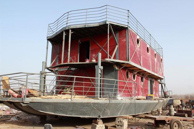 Lu Zhenhai investiu todas suas economias, cerca de US$ 160,5 mil, na construção da arca.  (Foto: AFP)