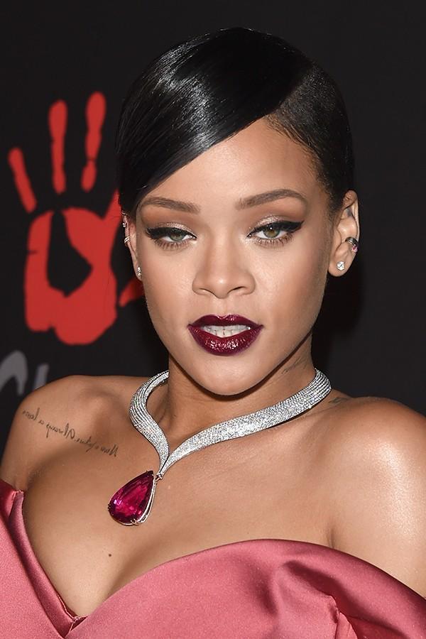 Como se as letras das músicas de Rihanna já não deixassem claro, em 2011 ela admitiu que gosta de ser amarrada e espancada na cama pois acha divertido ser submissa. Ela ainda contou que compra amarras e vendas em lojas de produtos eróticos. (Foto: Getty Images)