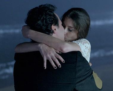 Kátia e Ernani reatam namoro em pleno réveillon (Como Aproveitar o Fim do Mundo / TV Globo)